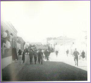 Encierros calle Mayor 1951. Fotografía cortesía de Alberto García