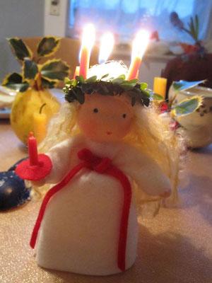 Diese kleine Lucia von Katja (Katjas Puppenstübchen, siehe mein Linkliste) hat heute in unserer Küche Einzug gehalten
