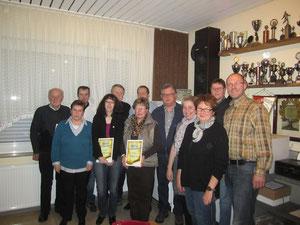 Die Geehrten und der Vorstand der TSG.