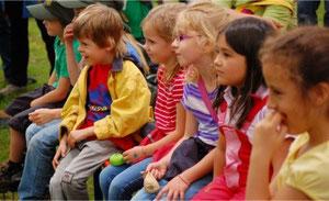 """Die kleinen Zuschauer beim Improtheater """"Kinder spielen für Kinder"""""""