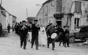1937 Noce villageoise à Luchac route de Réparsac