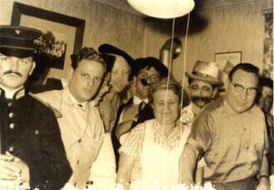 Ein Teil der Junggesellen beim Verkleiden wahrscheinlich mit Josef Piel und Gattin 1961