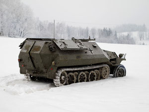 Halbkettenfahrzeug OT-810