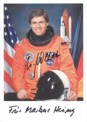 Ulrich Walter (1. Autogrammkarte mit Widmung an die Sternenfreunde in der Sternwarte ausgestellt)