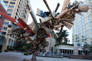 Skulptur vor dem MOCA