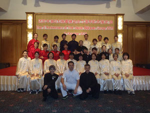 2011年5周年記念演武会に北京体育大学、恩師黄康輝(中央)を招待しました。