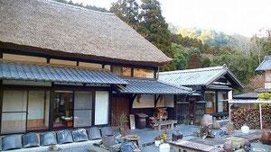 母屋 築170年の葦葺き屋根の民家