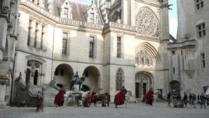 Tournage dans la cour du Château de Pierrefonds