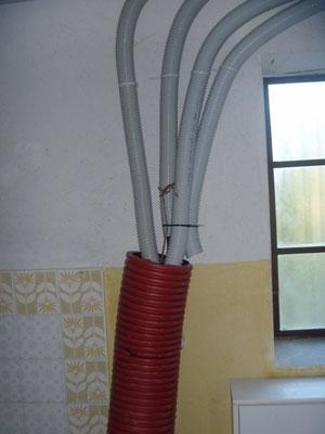 i cavi arrivano nel locale lavanderia di casa