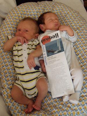 Giovanni si mangia le mani! Lorenzo Cocucayard, come il padre, continua a dormire mentre gli altri regatano!