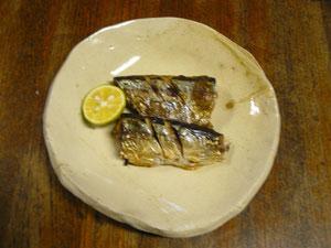皿「サバンナ」に秋刀魚とすだち