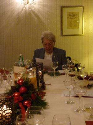 Frau Haasmann liest eine Weihnachtsgeschichte