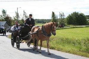Musikerna kom med häst och vagn