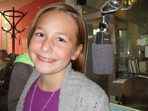 Karoline bei der Jingle-Aufnahme im FRO-Studio