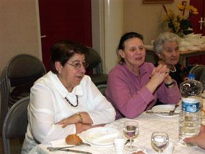 Jeannine Coirault, à gauche, lors d'une fête du club
