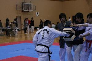2010年全日本大会でパワーブレイキング
