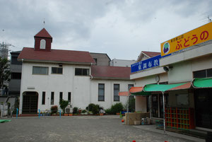 旧会堂と旧園舎
