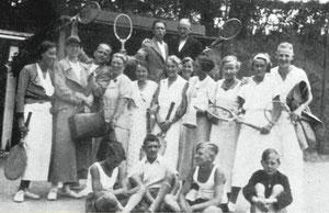 """Mitglieder des Tennisclubs """"Grün-Weiß"""" von 1933 beim Turnier in Eutin 1934."""