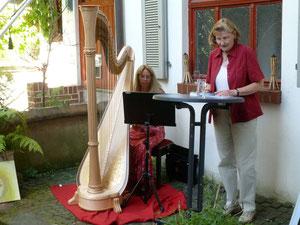 """Renate Roos liest aus ihrem neuen Gedichtband """"Dem Himmel so nah"""" (Foto © Detlef Fachinger)"""