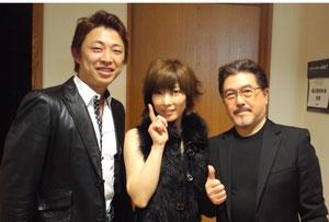 裕ちゃんからファンクラブへ届きました。            ライブ直後スペシャルゲスト渡辺香津美さん(右)と上妻宏光さん(左)とパチリ