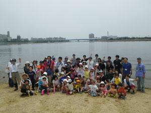 御前浜で生き物探し(2012年大阪湾生き物一斉調査 集合写真)