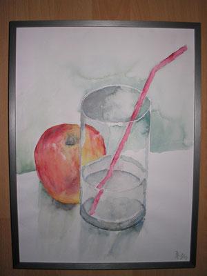 Wasserglas mit Apfel