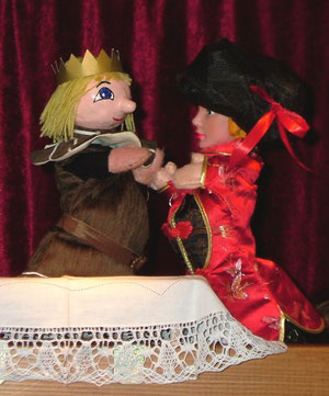 Die böse Samala versucht, König Rudolph zu becircen...
