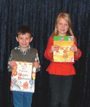 Bei einem Preisausschreiben auf der Kinderseite der OZ konnten die Kinder auch zeigen, was sie über unser neues Stück erfahren hatten. Hier einige der Gewinner mit ihren Buchpreisen.