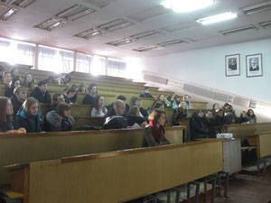 Аудитория слушает внимательно