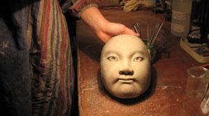 Masque de Luisa, élève du cours hebdo, étape: la création en terre