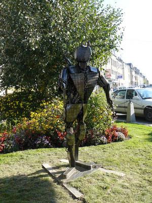 Le Guerrier, place Angot, réalisé avec des jeunes de la ville d'Avranches.