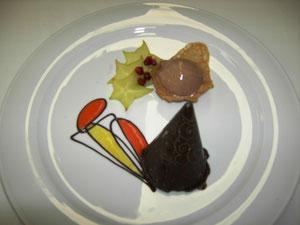 Nougatparfait im Schokoladespitz