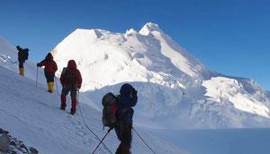 Trekking über den Seribung Pass mit Besteigung Seribung Peak (6328 m)
