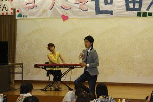 オープニングは世田谷在住テノール歌手小栗慎介さん。
