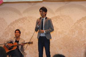 オープニングは世田谷在住テノール歌手、小栗さん