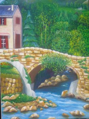 une maison isolée près d'un pont de pierres avec vue sur un petit cours d'eau