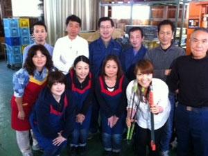大島アナウンサーを囲んで記念撮影!