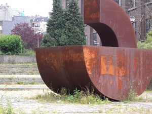 Sculpture by Jean - Marie Mathot (Namur, 1948), Sans Titre, 2001 Acier Corten which stands on Bld Gustave Roullier, in front of Universite du Travail (Belgium). Foto: © VN Jaeger 2011