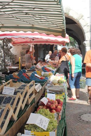 Beliebter Treff - der Markt in Markdorf
