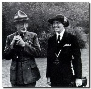 B. P. junto a su esposa Olave Saint Clair Soames.