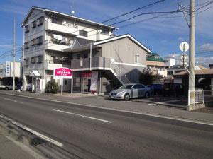松山市みどり小学校の近く、拓殖交通さんの2軒隣