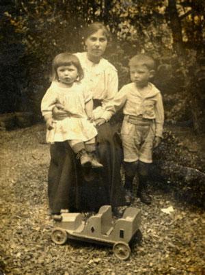 Ma grand-mère avec papa sur les genoux