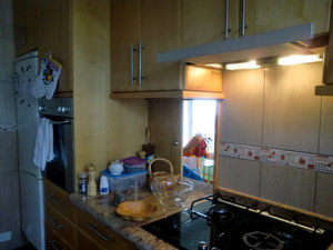 Durchreiche in einer Küche, Der fliegende Tischler,  Teneriffa