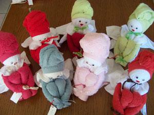 Petites poupées déco en serviettes éponge