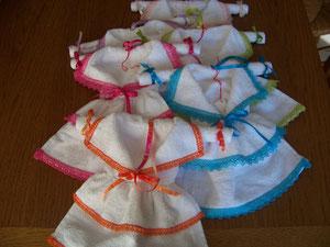 Petites robes en éponge pour la salle de bain