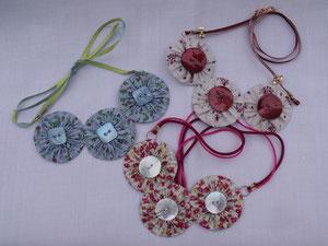 """Collier en tissu """"roses japonaises"""""""