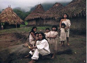 """Alberto und seine Familie in Tungueka. Der Name des Dorfes bedeutet """"Seht, ich übergebe euch den Berg."""""""