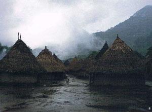 Wolkerbruch in Tungueka: Gut, dass die Hütten stabile Fundamente haben