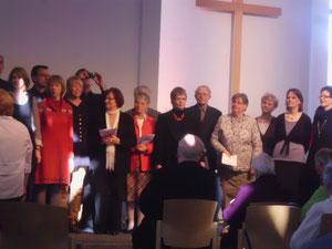 wir kriegen immer einen großen Gemeindechor mit alten und neuen Sängern zusammen, auch bei der Verabschiedung von Rainer Keupp