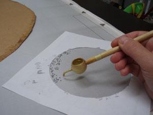 la cire se dépose au pinceau ou au djanting